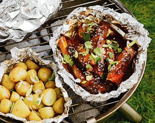 Chinese spare ribs With hoi-sin sauce and roasted baby potatoes
