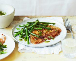 Ray wings with asparagus and rosemary salmoriglio
