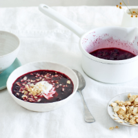 Blueberry soup with yogurt and toasted oats