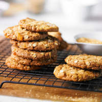 Crackled ginger oat cookies