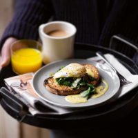 Eggs Florentine with lemon hollandaise