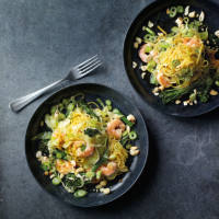 King prawn, cashew & broccoli noodles