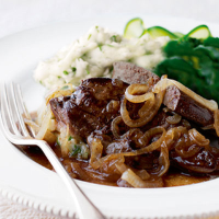 Lamb's liver with caramelised onions