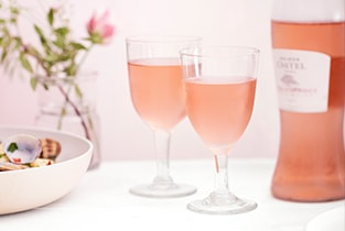 Two_Rose_Wine_Glasses