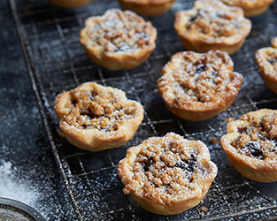 Mince pies with spiced orange crumble topping