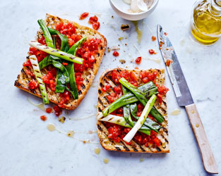 Catalan tomato bread with chargrilled salad onions
