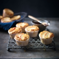 Apple and fudge muffins