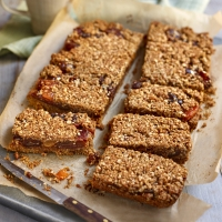 Date and apricot oat crumble bars