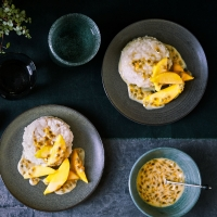 Sticky coconut rice with passion fruit and mango