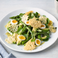 Asparagus salad with quails' eggs and gruyère crisps