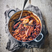 Baked beans with smoked bacon, pork belly & molasses