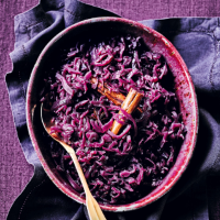 Baked red cabbage with sloe gin & juniper