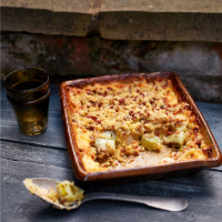 Baked leeks with bacon crumble