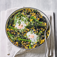 Baked eggs with spicy black lentils
