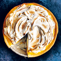 Donna Hay's lemon meringue pie