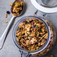 Peanut and pecan granola
