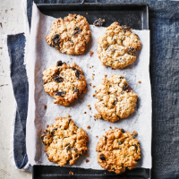 Raisin, cinnamon & jumbo oat cookies