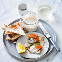 Smoked trout pâté with Melba toast