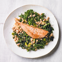 Salmon fillets, spiced kale & white beans