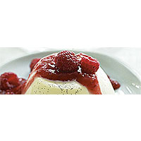 Vanilla panna cotta with berry compote