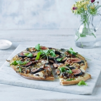 Fig, shallot and gorgonzola pizza with rocket