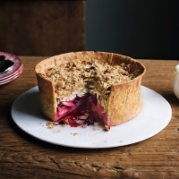 Apple and blackberry crumble pie
