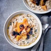 Overnight oats with tea-soaked dried fruit