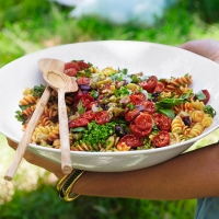 Pasta salad with roasted tomatoes and sweet pepper dressing