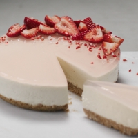 Vanilla-and-Strawberry-gin-cheesecake