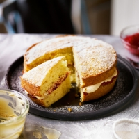 Victoria sponge with buttercream