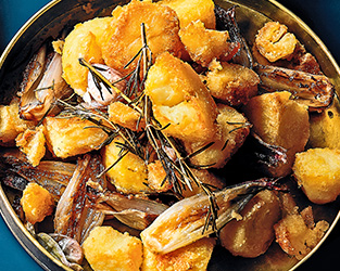 Rapeseed-roasted potatoes & shallots with rosemary