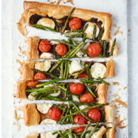 Asparagus, goats' cheese and cherry tomato tart