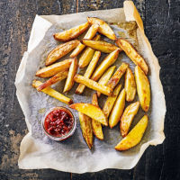 Baked chunky chips with caramelised onion salsa