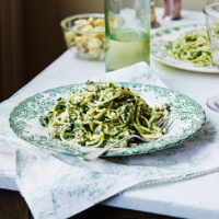 Kale pesto spaghetti with stilton or ham