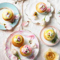 Sweetie-topped vanilla cupcakes