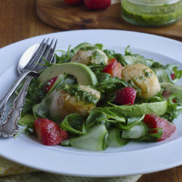 Scallop & strawberry salad with a basil-lime dressing