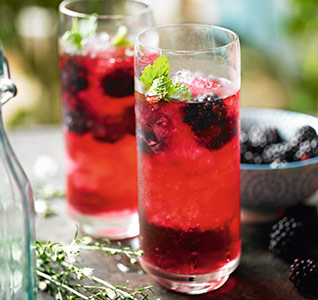 Blackberry and elderflower Pimm's
