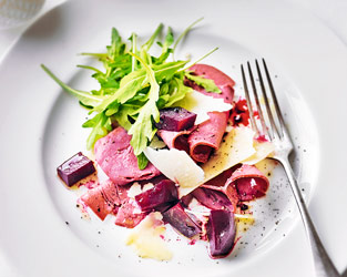 Smoked venison with beetroot & juniper