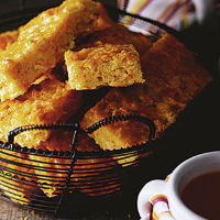Corn bread with pumpkin and chilli