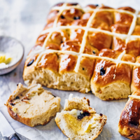 Cherry hot cross bun tear & share