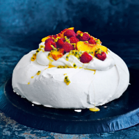 Donna Hay's the perfect pavlova
