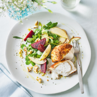 Goat's cheese, apple & beetroot salad