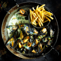 Mussels with fennel seeds, cream and herbs