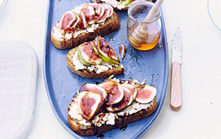 Fresh figs with ricotta toast & balsamic