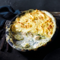 Chicken & leek mash-topped pie
