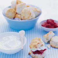 Mini white chocolate scones with vodka strawberries