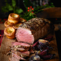 Roast beef with red onions & beetroot